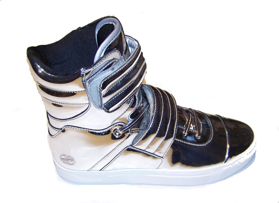 Shoe hook up
